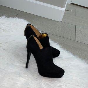 Nine West Black heeled booties in size 6